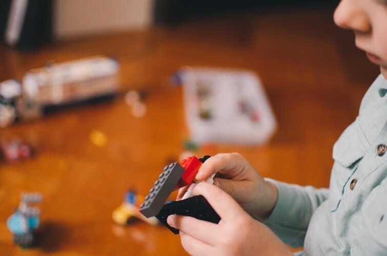 Giochi per bambini: 7 motivi per scegliere le costruzioni